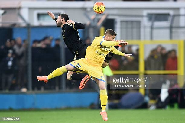 TOPSHOT Frosinone's forward from Italy Federico Dionisi fights for the ball with Juventus' defender from Italy Andrea Barzagli during the Italian...