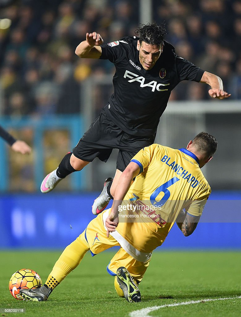 Frosinones player Leonardo Blanchard vies with Bologna FC player <a gi-track='captionPersonalityLinkClicked' href=/galleries/search?phrase=Sergio+Floccari&family=editorial&specificpeople=675401 ng-click='$event.stopPropagation()'>Sergio Floccari</a> during the Serie A match between Frosinone Calcio and Bologna FC at Stadio Matusa on February 3, 2016 in Frosinone, Italy.