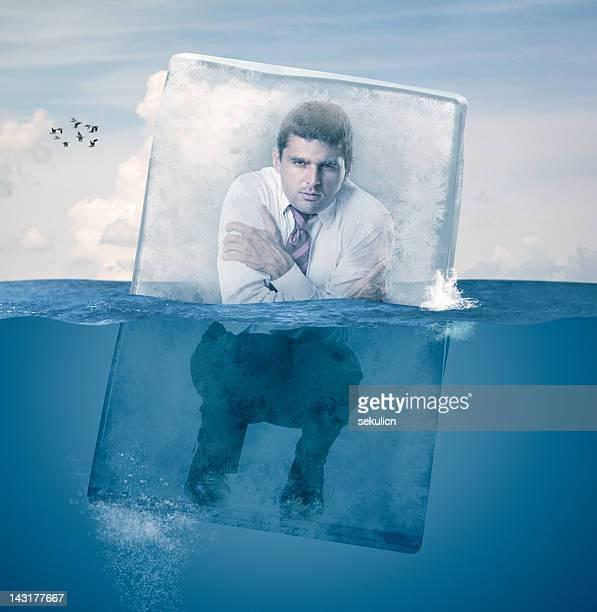Empresario en agua helada