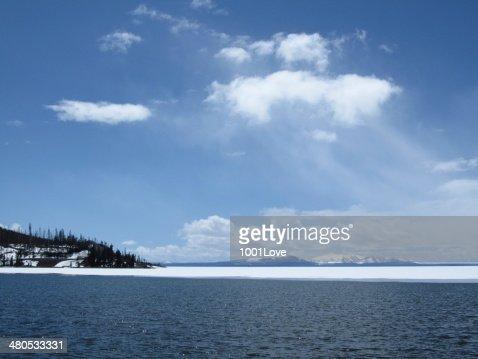 凍った湖 : ストックフォト