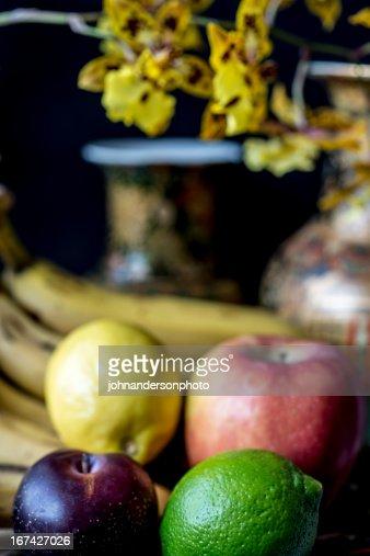 Frutas e Orquídea ainda vida : Foto de stock