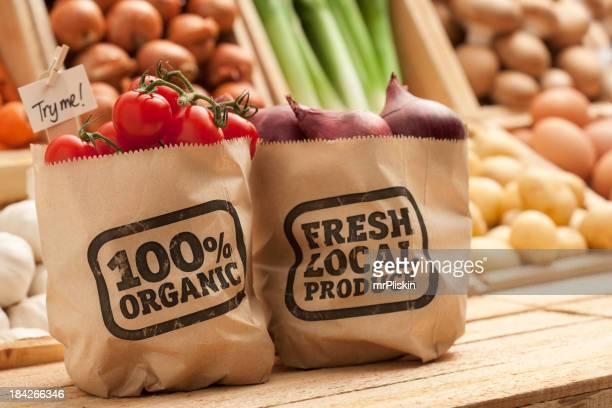Fruits et légumes sur un comptoir