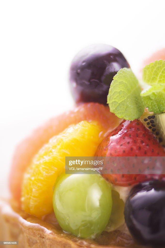 Fruit tart, close up, white background : Stock Photo