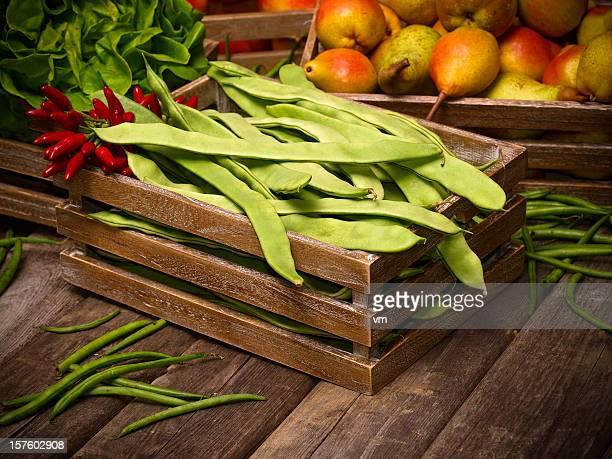 Obst und Gemüse auf Vintage Holz Bretter