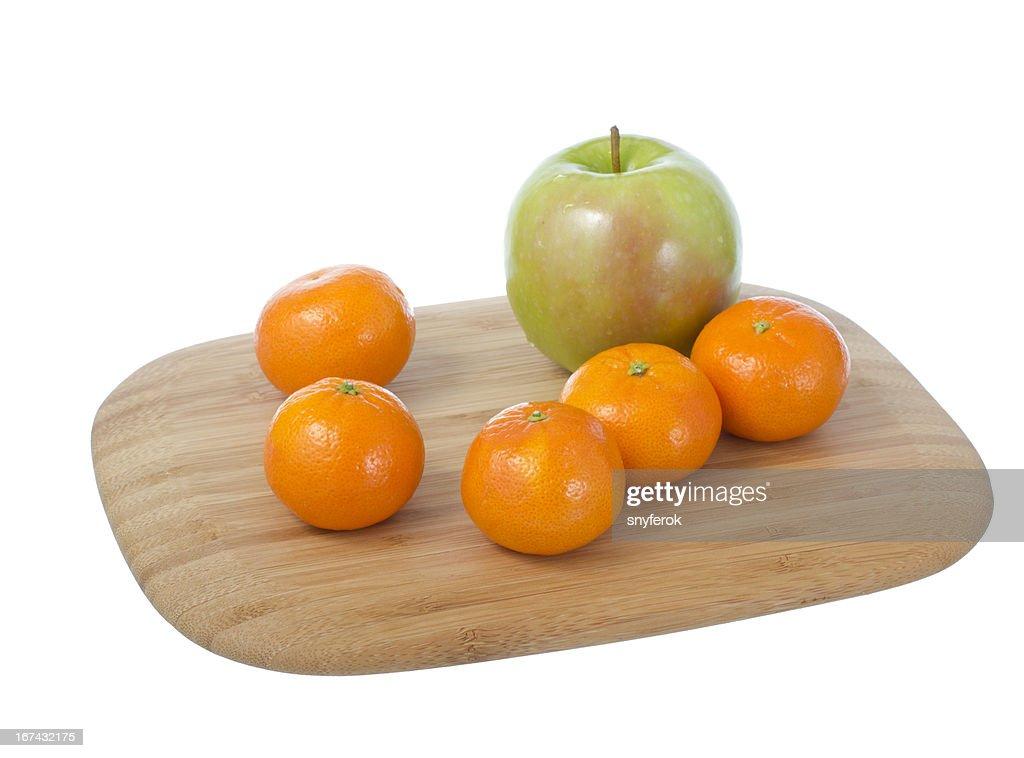Frutas en tabla de cortar. : Foto de stock