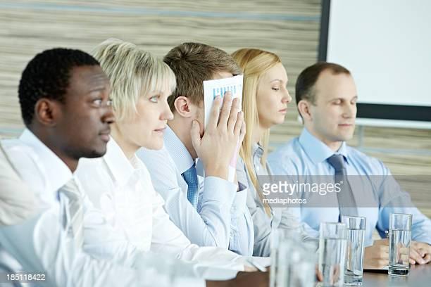Frustriert im Konferenz