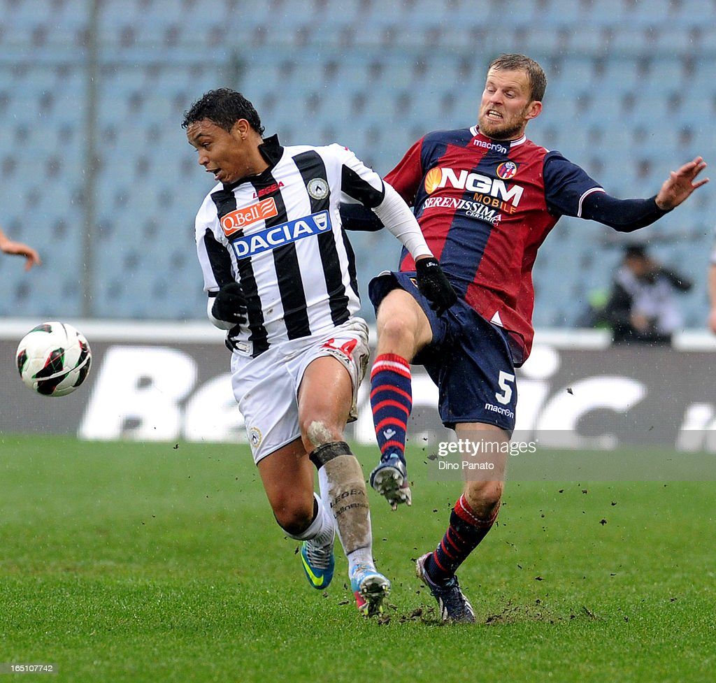 Fruto Luis Muriel (L) of Udinese Calcio competes with Mikael Antonsson of Bologna FC during the Serie A match between Udinese Calcio and Bologna FC at Stadio Friuli on March 30, 2013 in Udine, Italy.
