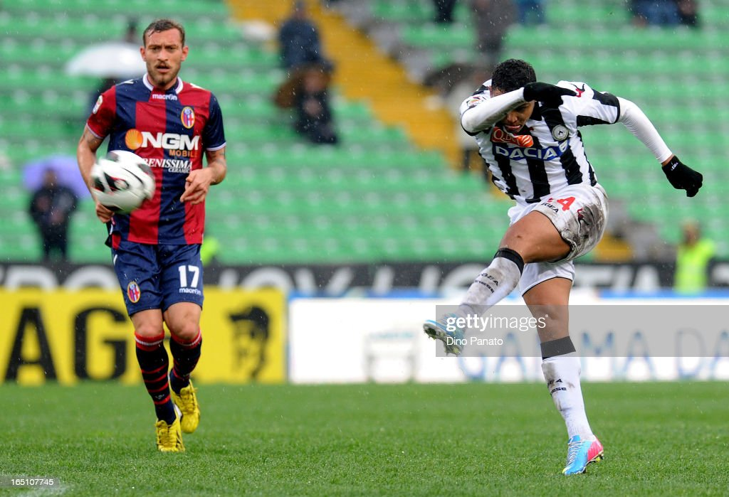 Fruto Luis Muriel (R) of Udinese Calcio in action during the Serie A match between Udinese Calcio and Bologna FC at Stadio Friuli on March 30, 2013 in Udine, Italy.