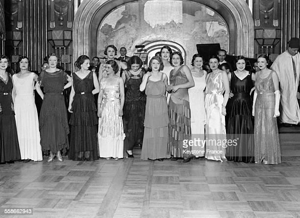 Fête au Lido de l'avenue des ChampsElysées organisée par les grands couturiers durant laquelle ils élisent la plus belle femme mannequin à Paris...