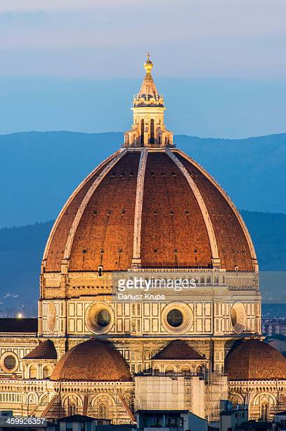 CONTENT] FThe cupola of Florence Cathedral by night