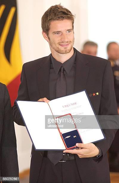 Fußballspieler Arne Friedrich während des Empfangs beim Bundespräsidenten anlässlich der Auszeichnung der Spieler der deutschen...