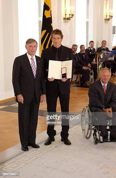 Fußballspieler Jens Lehmann Bundespräsident Horst Köhler und Bundesinnenminister Wolfgang Schäuble anlässlich der Auszeichnung der Spieler der...