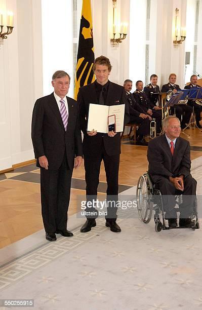 Fußballspieler Jens Lehmann Bundespräsidenten Horst Köhler und Bundesinnenminister Wolfgang Schäuble anlässlich der Auszeichnung der Spieler der...