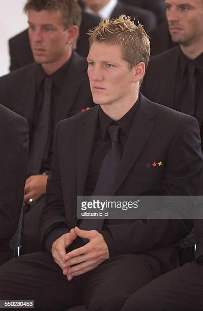 Fußballspieler Sebastian Schweinsteiger während des Empfangs beim Bundespräsidenten anlässlich der Auszeichnung der Spieler der deutschen...