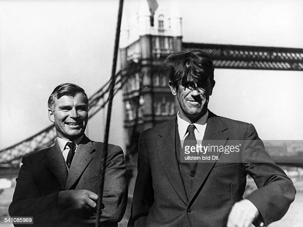 Fuchs Vivian Ernest *Geologe Polarforscher GB mit Sir Edmund Hillary vor derTowerBridge in London 1956