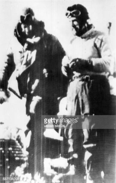 Fuchs Vivian Ernest Geologe Polarforscher GB mit Sir Edmund Hillary kurz vor ihrer Ankunft in Scott Base undatiert