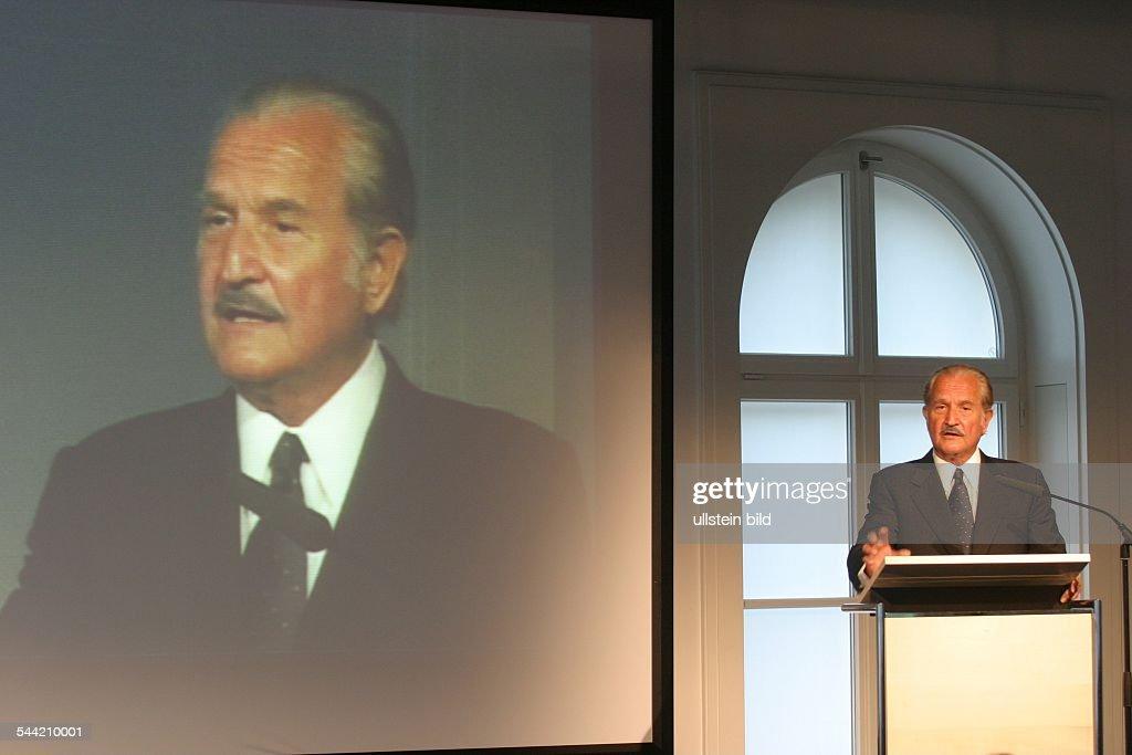 Fuentes Carlos *Schriftsteller MEX haelt in der Hauptstadtrepraesentanz der Bertelsmann AG in Berlin einen Vortrag zum Thema 'Kulturelle Umbrueche'
