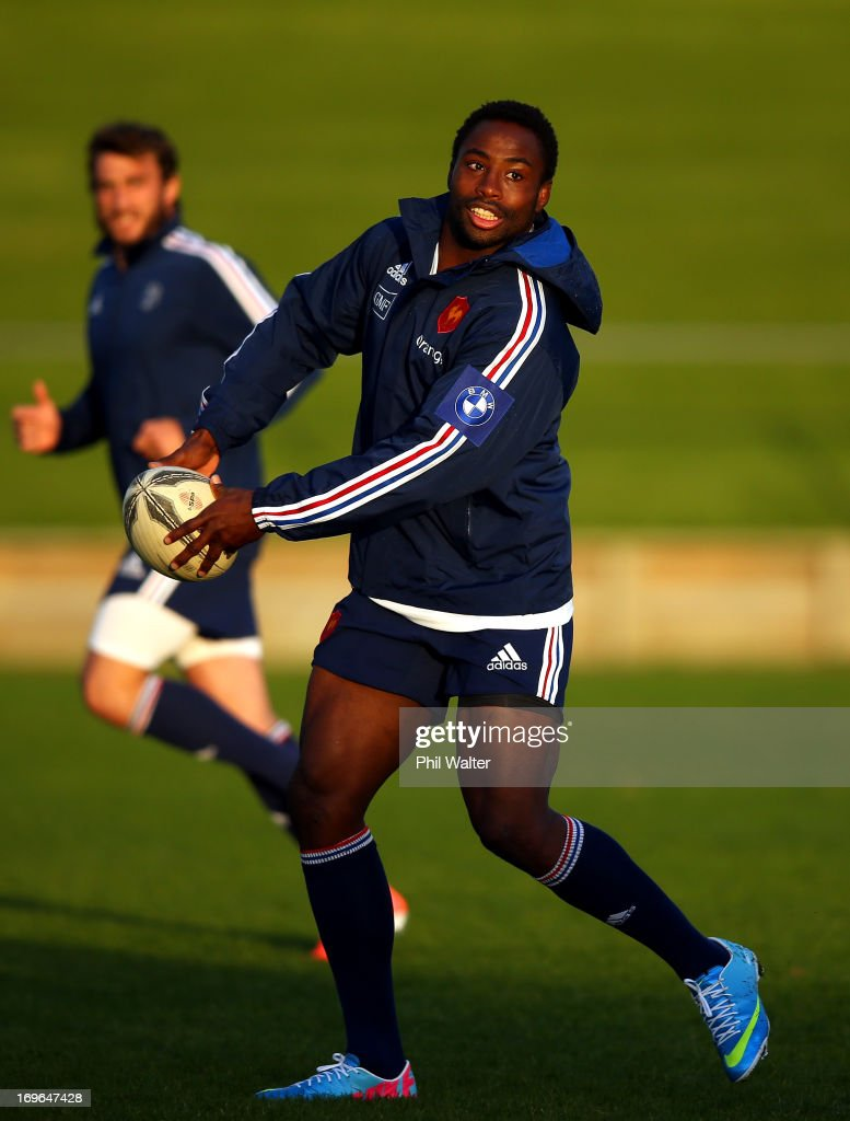 Fulgence Ouedraogo of France passes the ball during a France rugby training session at Onewa Domain on May 30, 2013 in Takapuna, New Zealand.