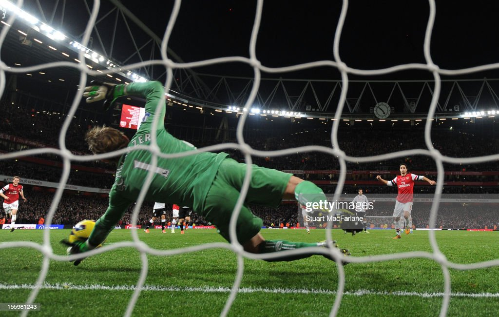 Fulham goalkeeper <a gi-track='captionPersonalityLinkClicked' href=/galleries/search?phrase=Mark+Schwarzer&family=editorial&specificpeople=208085 ng-click='$event.stopPropagation()'>Mark Schwarzer</a> saves Arsenal midfielder <a gi-track='captionPersonalityLinkClicked' href=/galleries/search?phrase=Mikel+Arteta&family=editorial&specificpeople=235322 ng-click='$event.stopPropagation()'>Mikel Arteta</a>'s last minute penalty during the Barclays Premier League match between Arsenal and Fulham, at Emirates Stadium on November 10, 2012 in London, England.