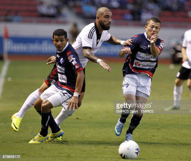Fulham's Ashkan Dejagah and CS Cartagines' Esteban Sirias battle for the ball