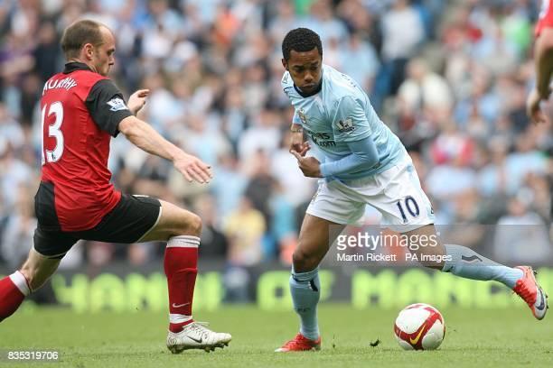 Fulham's Danny Murphy closes in on Manchester City's De Souza Robinho