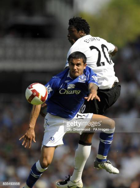 Fulham's Dickson Etuhu and Everton's Tim Cahill battle for the ball during the Barclays Premier League match at Craven Cottage London