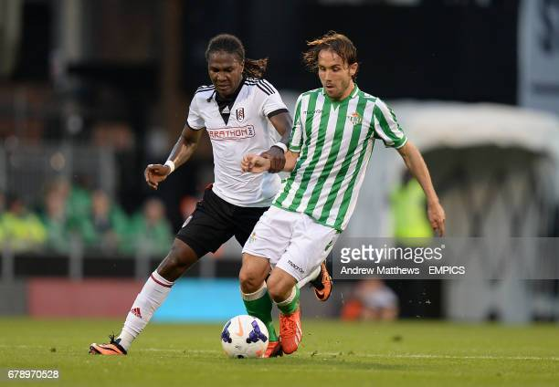 Fulham's Hugo Rodallega and Real Betis' Joan Verdu battle for the ball