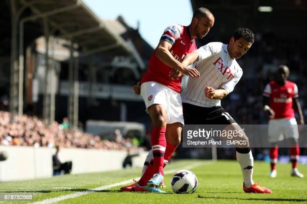 Fulham's Kieran Richardson and Arsenal's Theo Walcott battle for the ball