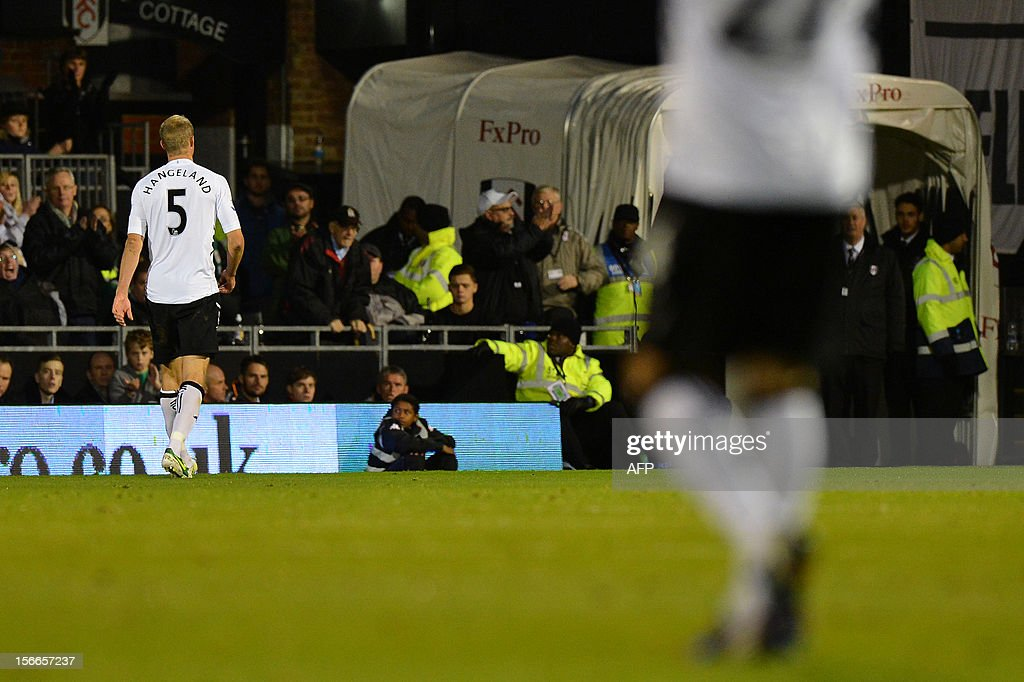 "Fulham's Norwegian defender Brede Hangeland (L) leaves the pitch after being given a straight red card from referee Lee Probert following a tackle on Sunderland's English midfielder Lee Cattermole (not seen) during the English Premier League football match between Fulham and Sunderland at Craven Cottage in London on November 18, 2012. USE. No use with unauthorized audio, video, data, fixture lists, club/league logos or ""live"" services. Online in-match use limited to 45 images, no video emulation. No use in betting, games or single club/league/player publications."