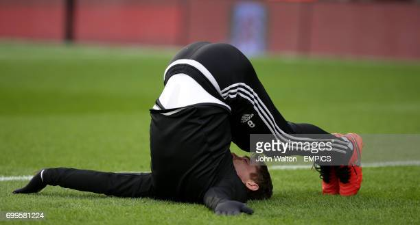 Fulham's Scott Parker stretches during the warm up