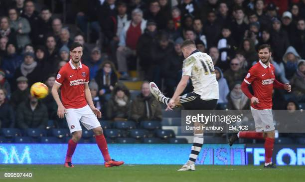 Fulham's Tom Cairney scores their third goal