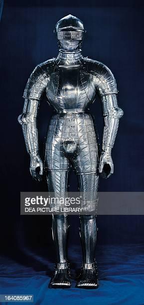 Full body armour made for Giuliano de 'Medici by the Austrian master armourer Konrad Seusenhofer Paris Musée De L'Armée