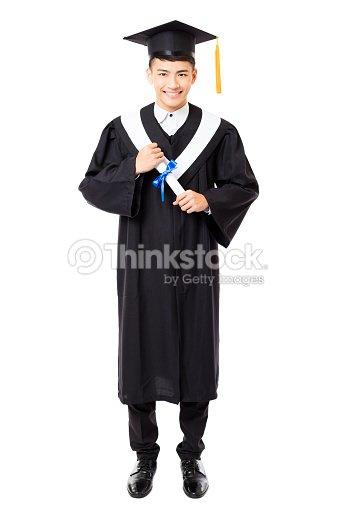 85996d2c9 Cuerpo completo del hombre joven Universidad graduación   Foto de stock