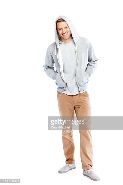 portrait de pleine longueur de jeunes gars sur blanc