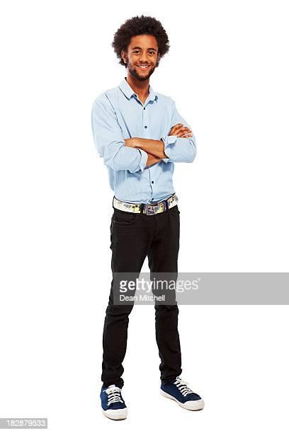 Comprimento completo Retrato de jovem Homem casual com braços dobrados