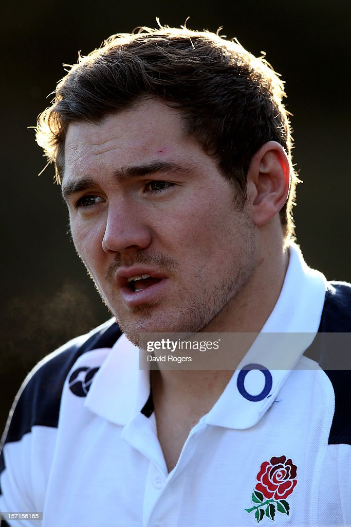 Fullback <a gi-track='captionPersonalityLinkClicked' href=/galleries/search?phrase=Alex+Goode&family=editorial&specificpeople=2060375 ng-click='$event.stopPropagation()'>Alex Goode</a> speaks to the media following the England training session at Pennyhill Park on November 29, 2012 in Bagshot, England.