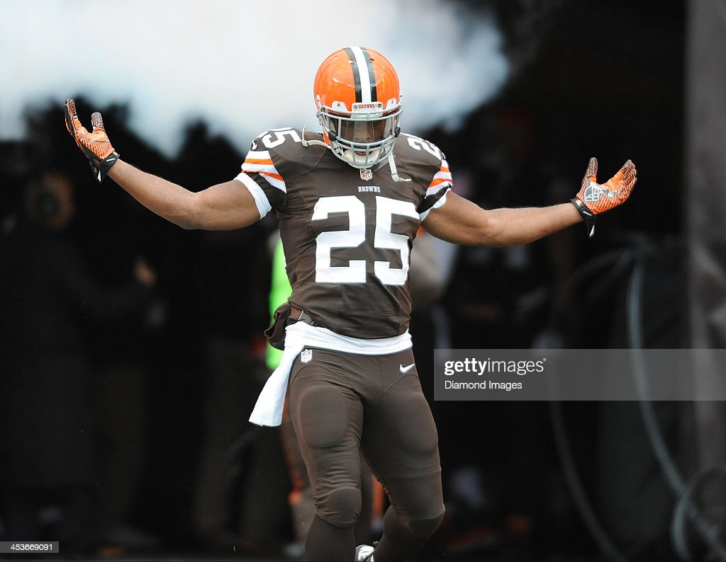Fullback <a gi-track='captionPersonalityLinkClicked' href=/galleries/search?phrase=Chris+Ogbonnaya&family=editorial&specificpeople=2168653 ng-click='$event.stopPropagation()'>Chris Ogbonnaya</a> #25 of the Cleveland Browns is introduced before a game against the Pittsburgh Steelers at FirstEnergy Stadium in Cleveland, Ohio. The Steelers won 27-11.