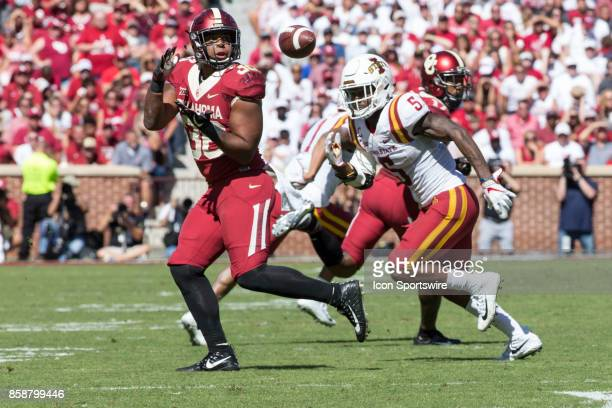 Fullback Dimitri Flowers of the Oklahoma Sooners catches the ball during the game between the Oklahoma Sooners and the Iowa State Cyclones on October...