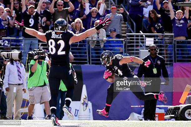 Fullback Kyle Juszczyk of the Baltimore Ravens scores a first quarter touchdown while tight end Nick Boyle of the Baltimore Ravens celebrates during...
