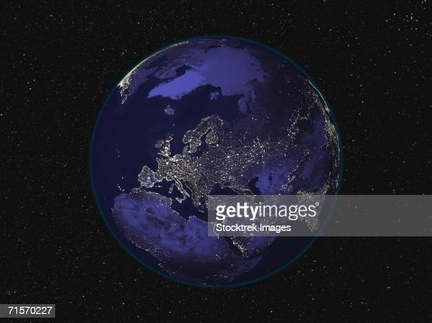 Fully dark image of Earth at night centered on Europe showing city lights : Foto de stock