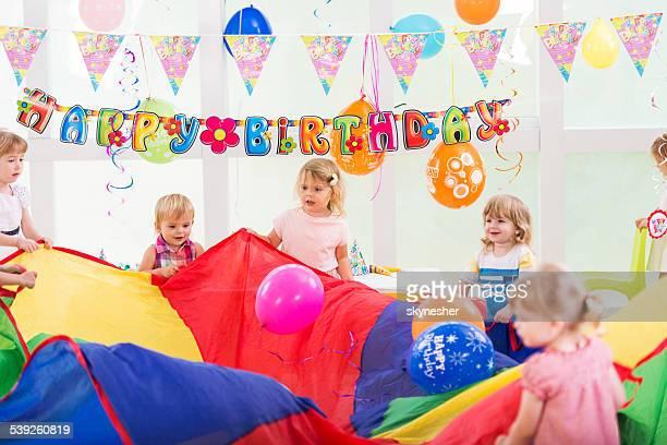 Amusant à la fête d'anniversaire.