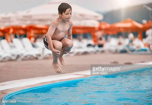 Plaisir de temps dans la piscine