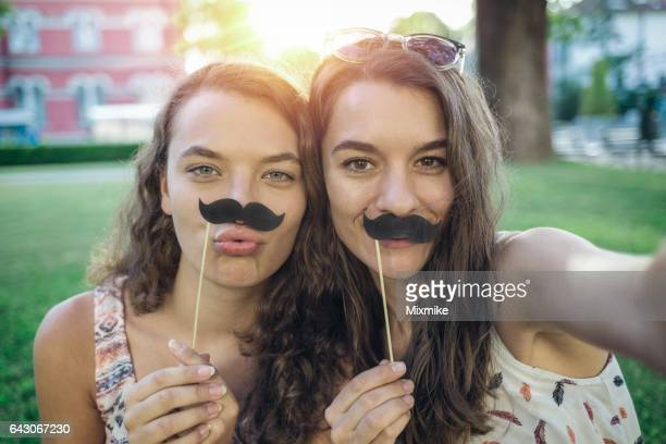 Spaß mit gefälschten Schnurrbärte