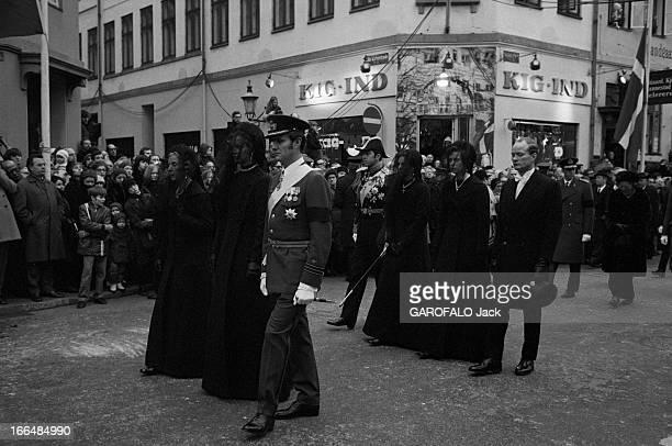 Funeral Of King Frederic Ix Of Denmark Copenhague 25 Janvier 1972 Lors des obsèques du roi Frédéric IX DU DANEMARK et du transport de sa dépouille à...