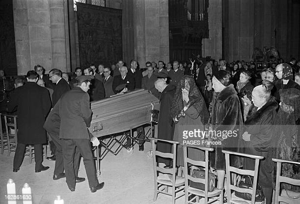 Funeral Of Leonard Foujita France Reims 4 février 1968 funérailles de l'artiste français d'origine japonaiseTsugouharu Foujita aussi appelé Léonard...