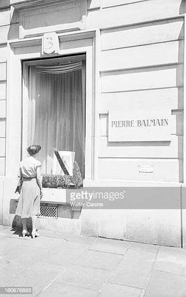 Funeral Of 'praline' Star Model At Balmain Paris Place SaintAugustin cérémonie des obsèques de PRALINE mannequin vedette de chez Balmain femme devant...