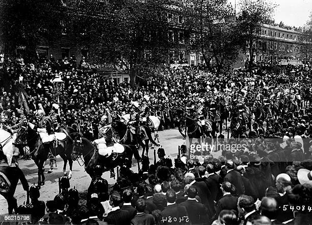 Funeral of the king Edward VII in London in may 1910 The king George V the emperor William II and the duke de Connaught