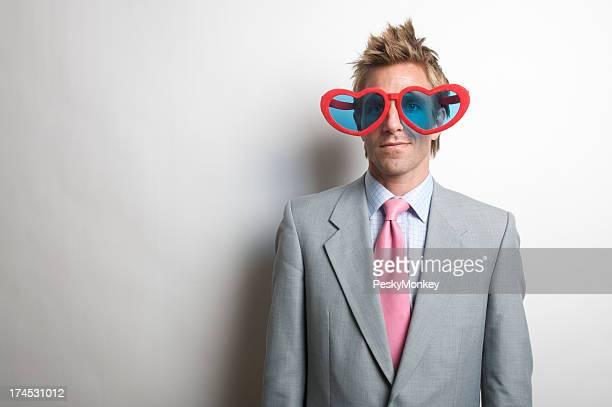 Funky Mann mit Herz-Sonnenbrille