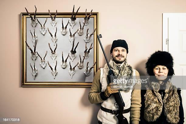 Divertente Ritratto di contenuti e sua moglie Cacciatore con fucile da caccia