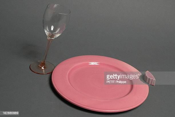 Funny Tableware Illusion d'optique assiette croquée 'Big Crunch' et verre à vin penché 'Fête et tempête'